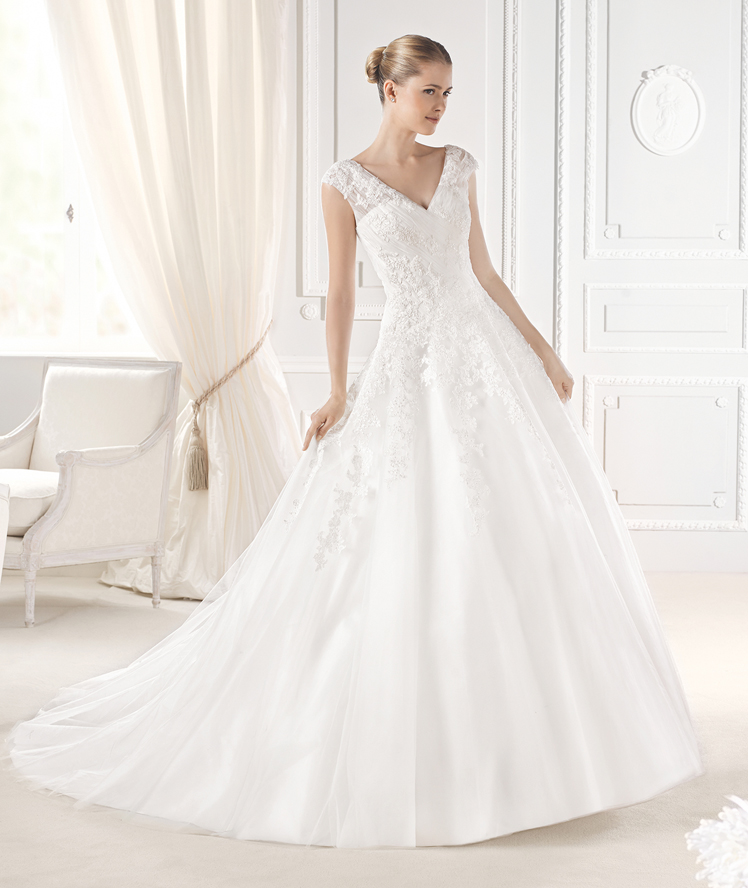 La Sposa lace v-neck wedding dress