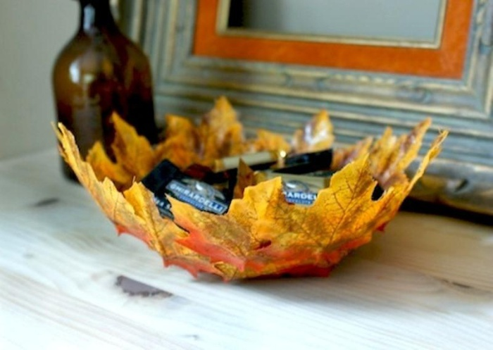 Decorative objects from fallen leaves