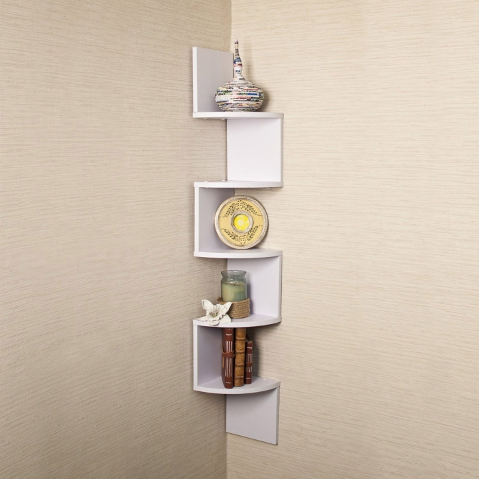 Corner shelf for decoration items