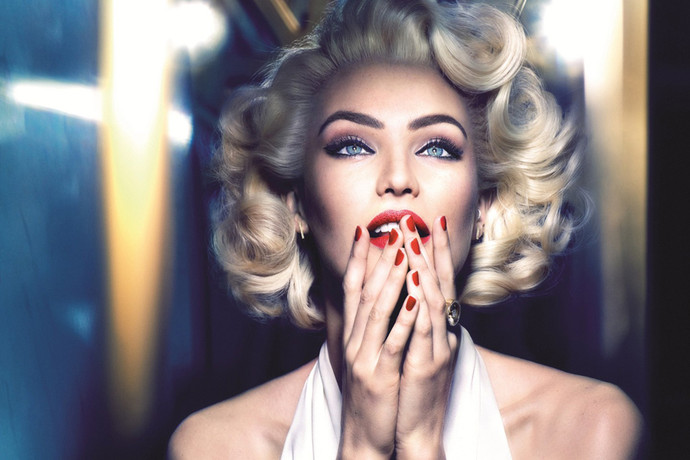 Candice Swanepoel photoshooting Marilyn Monroe